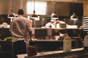 Kokk i restaurantkjkken