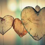 Positive erafringer med tre i et hus som puster