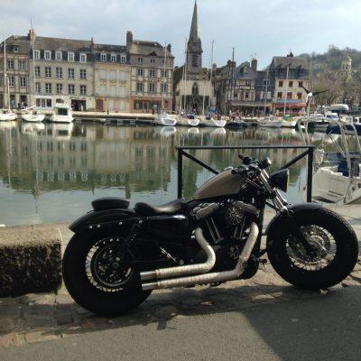 Moto a Honfleur Port